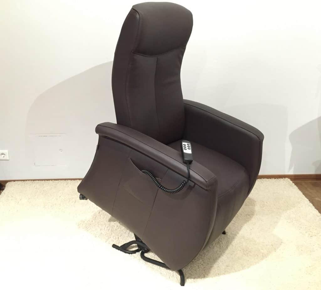 f r die senioren unter uns wir haben ihren perfekten seniorensessel liegen sitzen betten. Black Bedroom Furniture Sets. Home Design Ideas