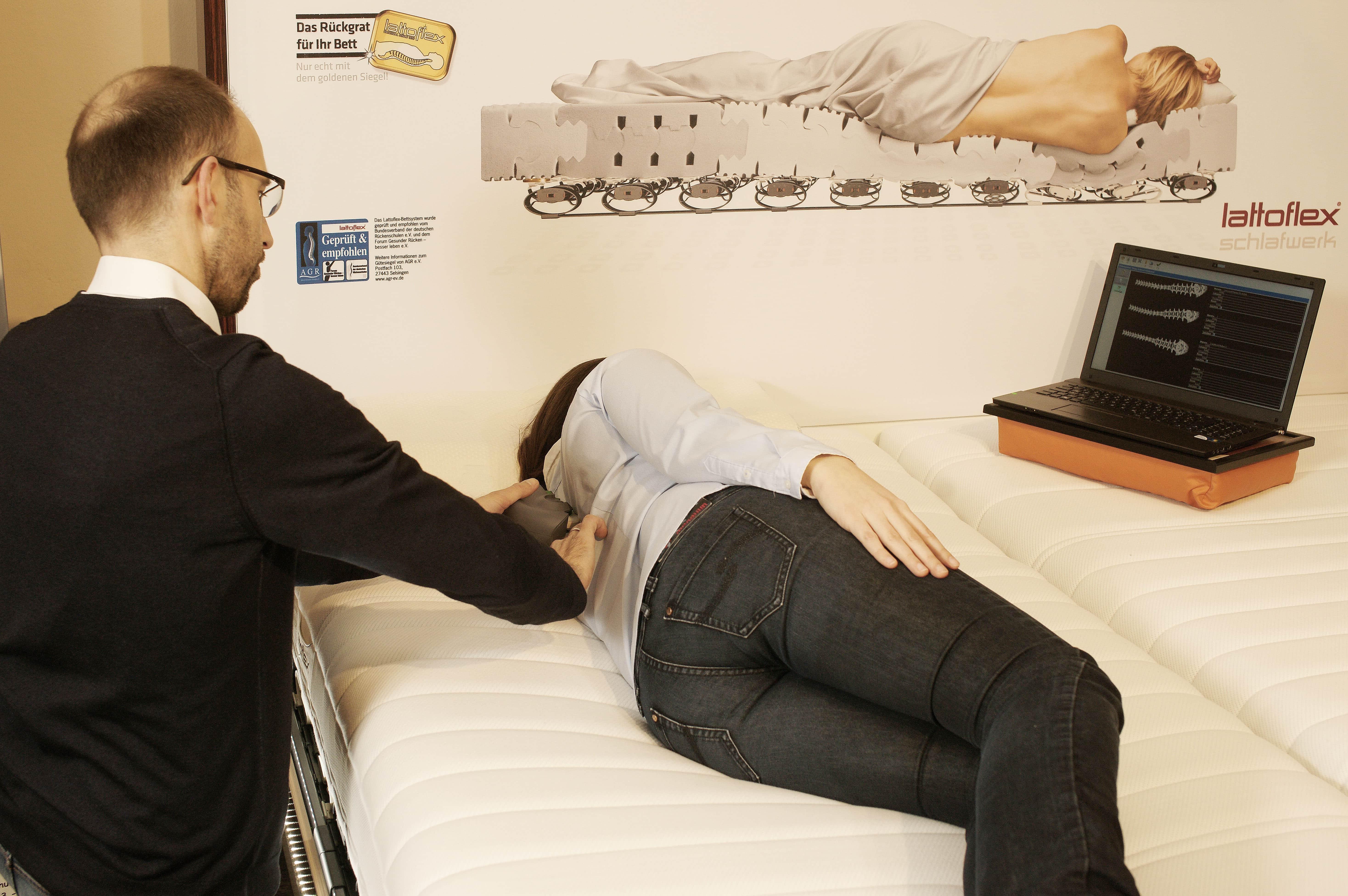 kein grund zur sorge so leicht findet man bei uns die richtige matratze liegen sitzen. Black Bedroom Furniture Sets. Home Design Ideas